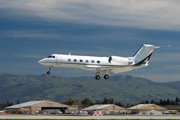 private jet landing at san jose airport